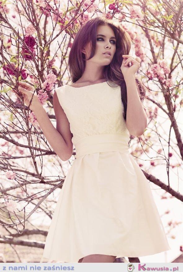 śliczna, delikatna sukienka