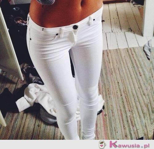 Idealna figura i białe rurki
