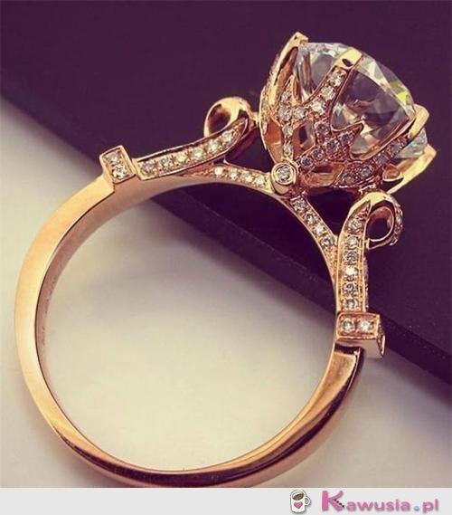 Śliczny pierścionek