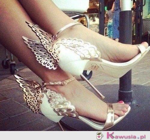 Piękne, delikatne sandałki