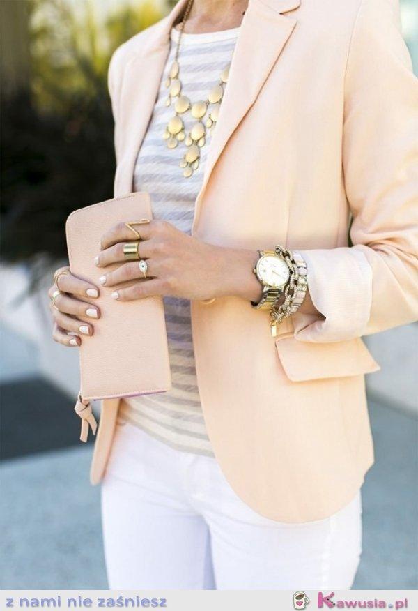Pastelowa, casual stylizacja