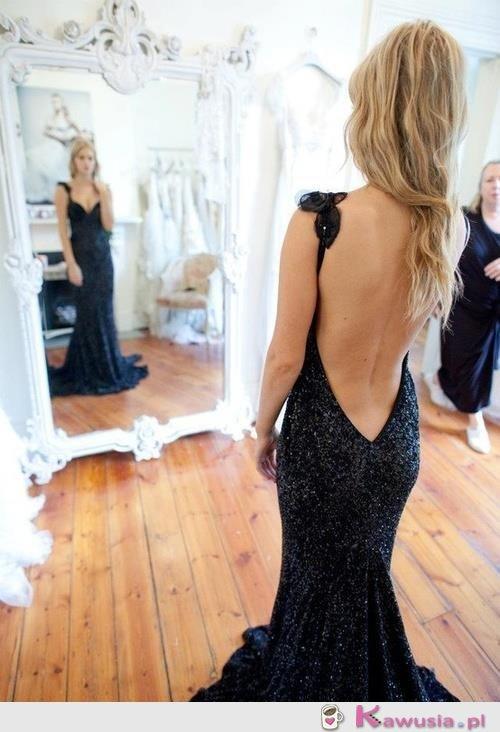 Piękna, czarna suknia
