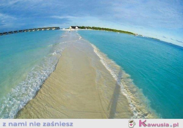 Naturalne przejście wodne na Malediwach