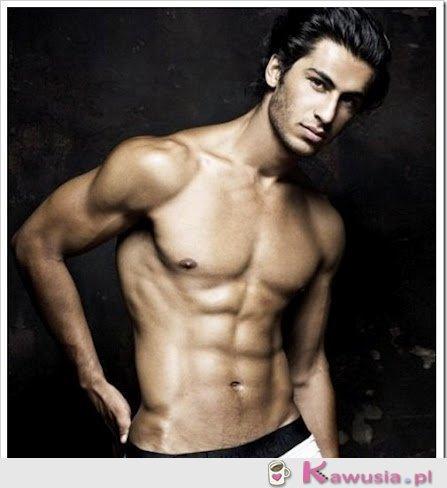 Omeed Isari - model Calvina Kleina