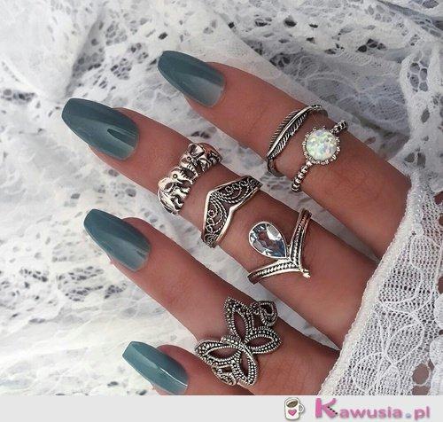 Cudne pierścionki i paznokcie