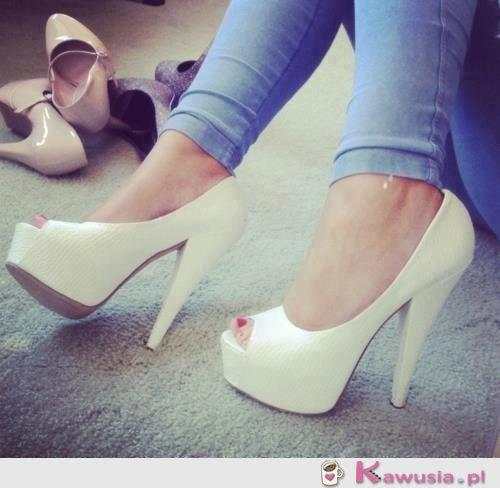 Białe śliczne butki