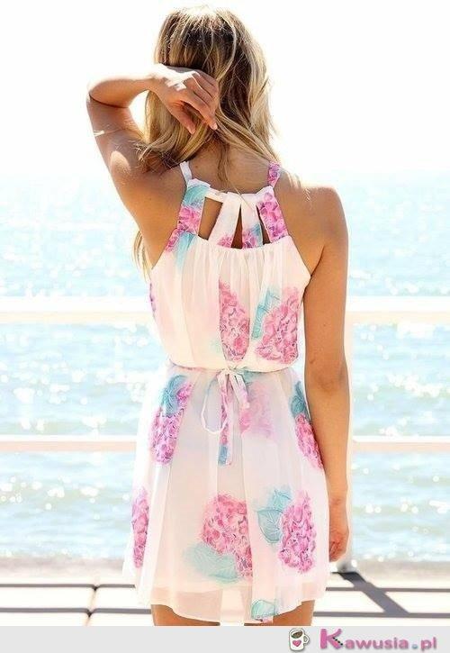 Delikatna letnia sukienka