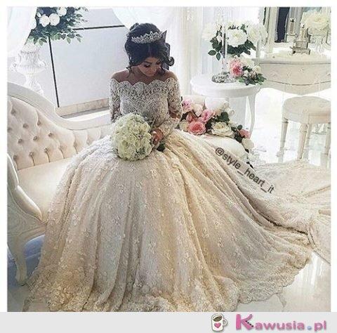 Boska suknia