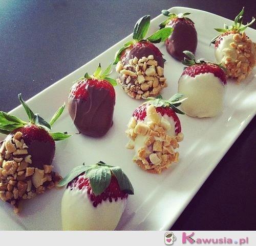 Truskawki w czekoladzie z dodatkami