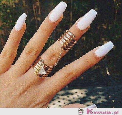 Piękne paznokcie i biżuteria